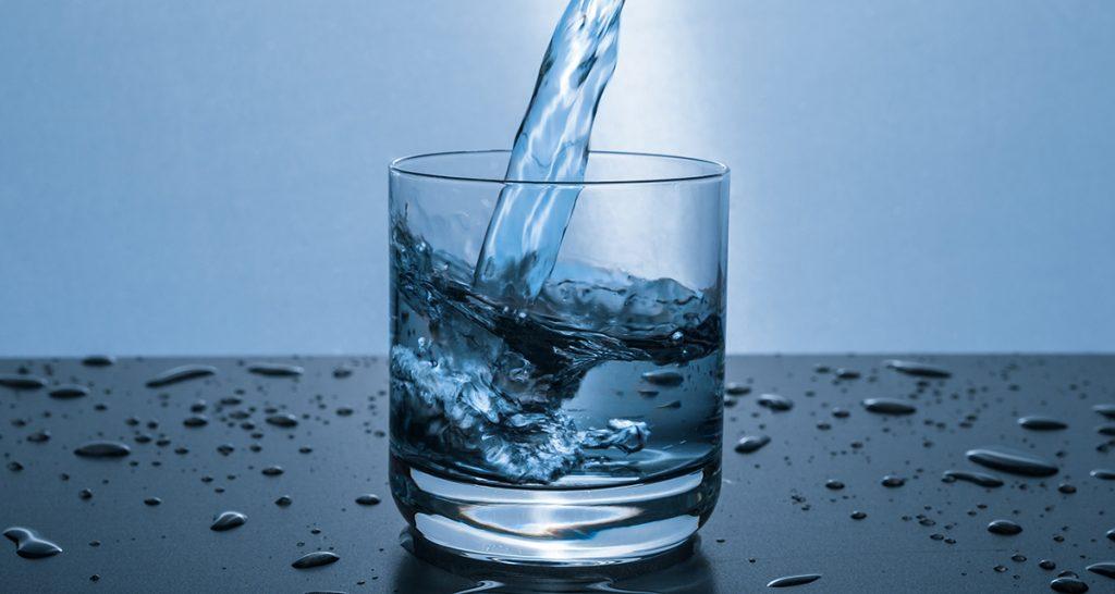 más agua